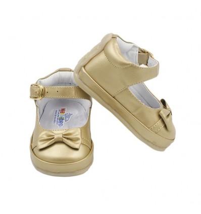 Zapato no tuerce dorado