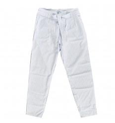 Pantalon delgado azul claro